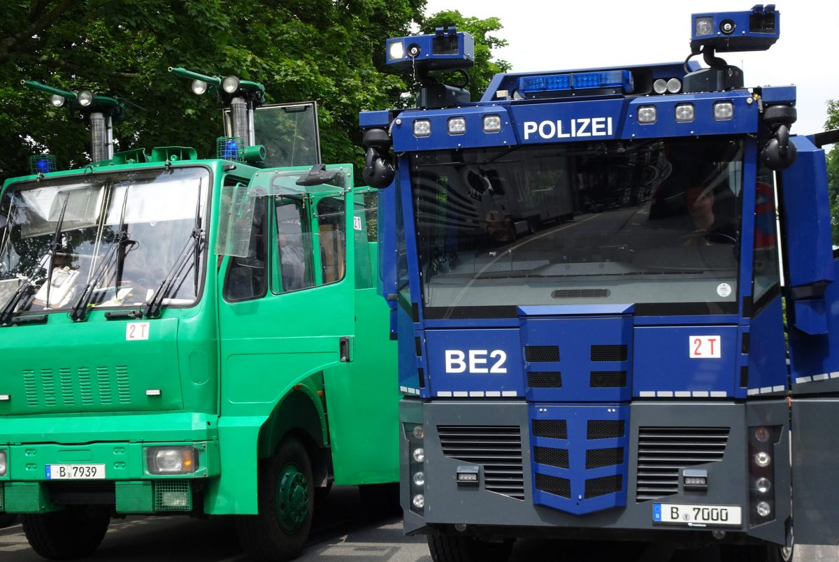 German water cannons: High pressure against disobedience